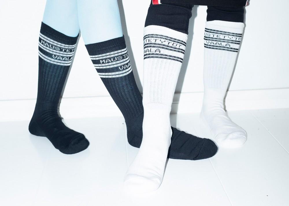 Maustetytöt X Vaala sukat, musta ja valkoinen